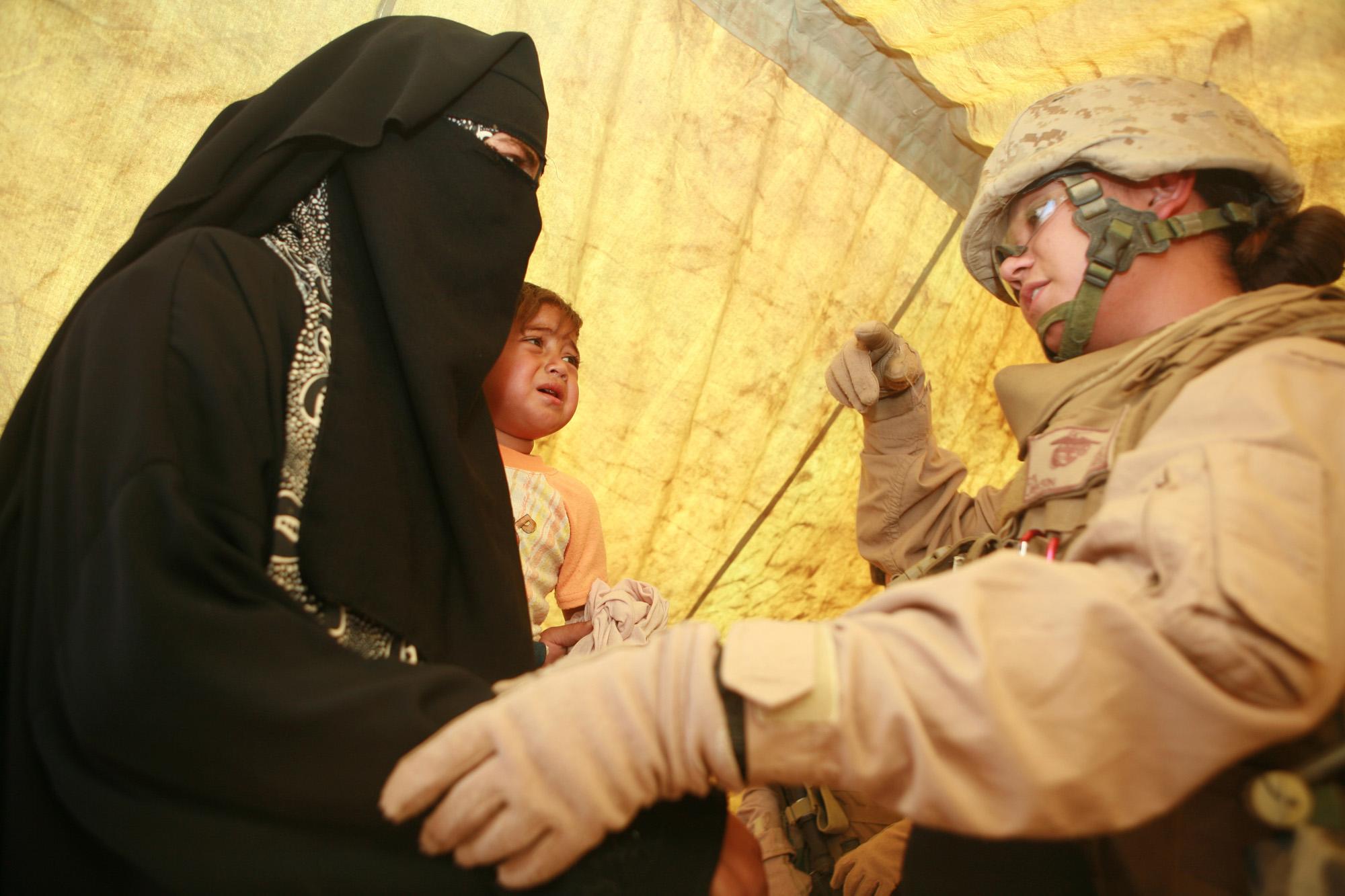 Симпатичные девушки-солдаты (37 фото) .